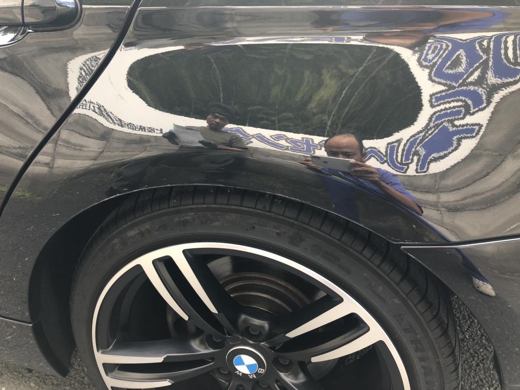 BMW 3シリーズ 線キズ修理前