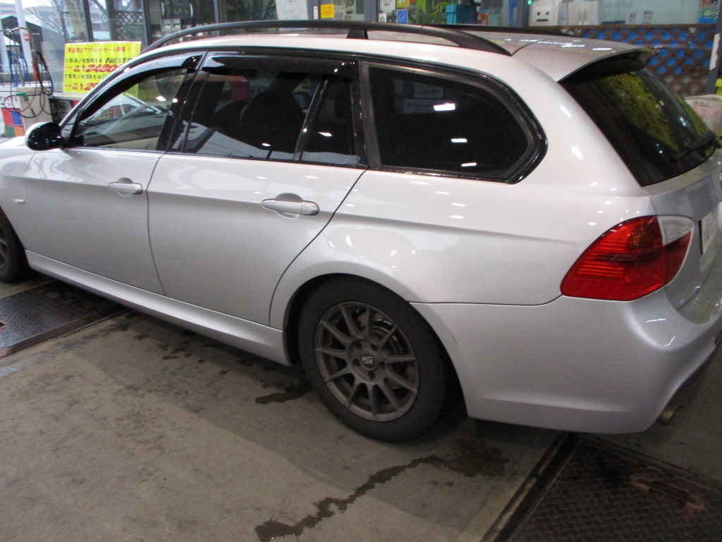 BMW BMW 3シリーズ バンパー 線キズ