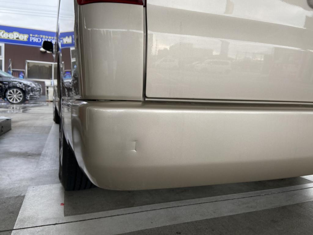 トヨタ ハイエースレジアスワゴン バンパー へこみ