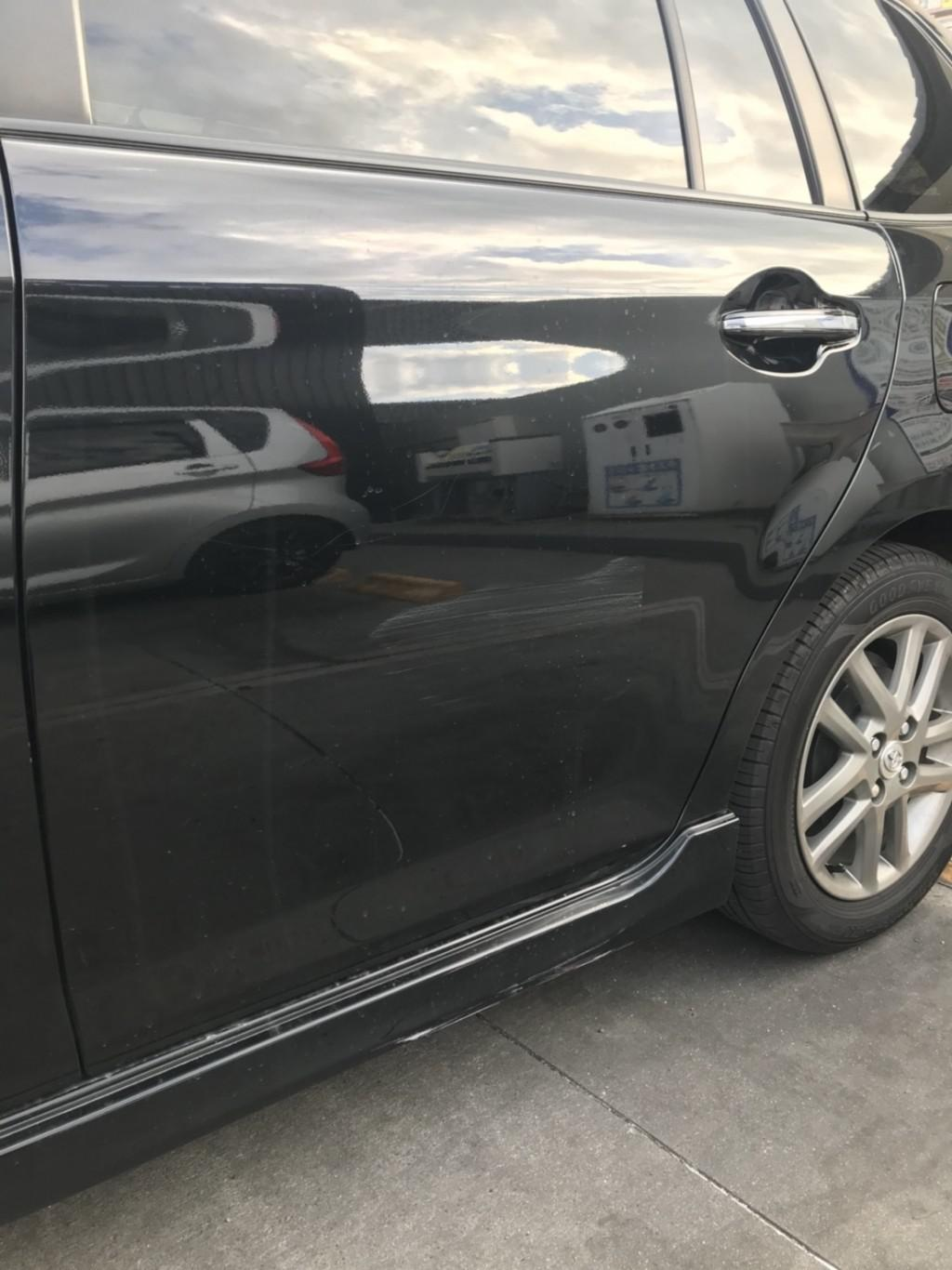 トヨタ カローラフィールダー ドア 線キズ