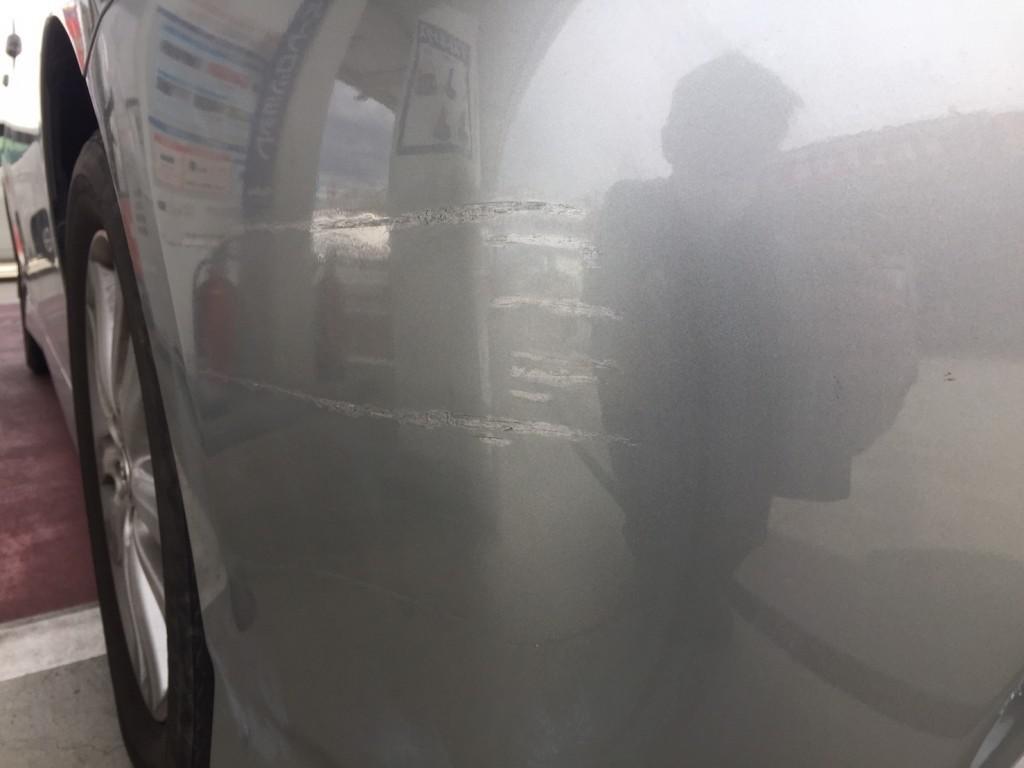 トヨタ ウィッシュ バンパー 線キズ