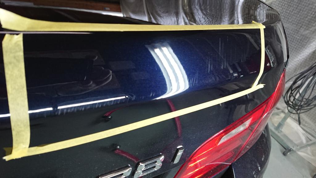 BMW 5シリーズ 線キズ修理前